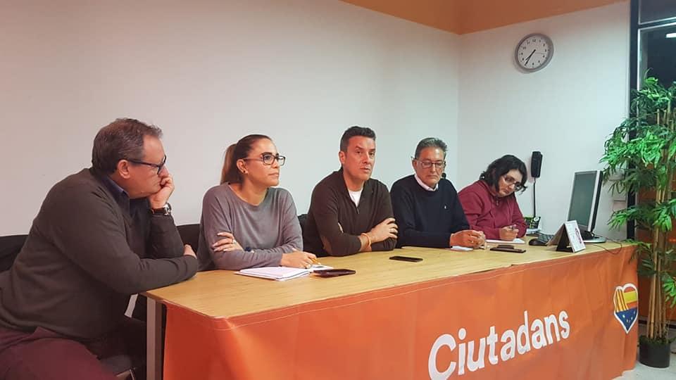 Reunión mensual de afiliados Ciutadans Esplugues de Llobregat Ayer celebramos nuestra reunión mensual de afiliados, dónde informamos del trabajo realizado y escuchamos las propuestas e inquietudes de los asistentes. También debatimos sobre la actualidad política. Cada día crecemos más y estamos muy orgullosos de ello, por eso queremos agradecer la participación de todos. Seguimos trabajando#Esplugues